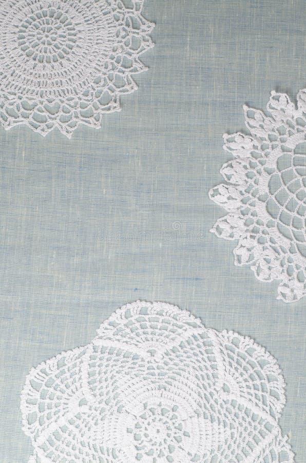 Wite snör åt servetten, julpyntbakgrund för hälsningkort royaltyfri fotografi