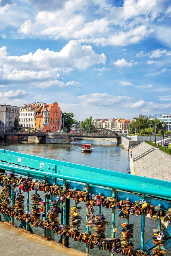 Withriver Odra da arquitetura da cidade de Wroclaw fotografia de stock royalty free