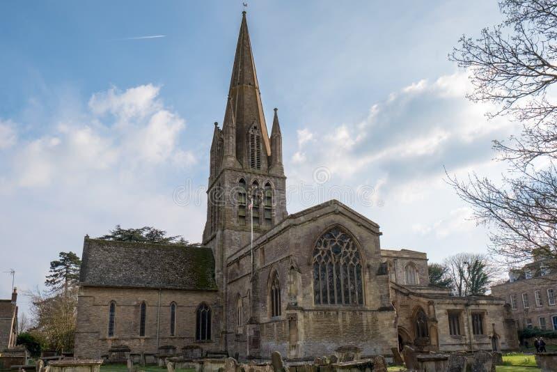 WITNEY, OXFORDSHIRE/UK - 23 MARZO: La chiesa del ` s di St Mary su T fotografie stock libere da diritti