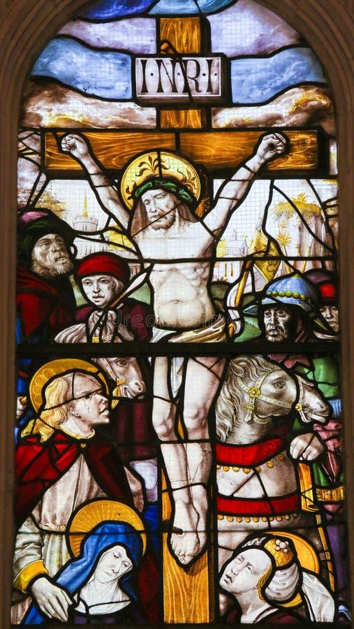 Witraż w Batalha monasterze - krzyżowanie Jezus zdjęcia stock