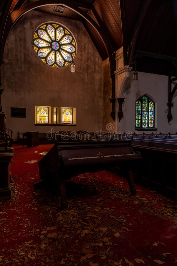 Witraż Windows & pianino Trenton, Nowy - bydło - Zaniechany kościół prezbiteriański - zdjęcie stock