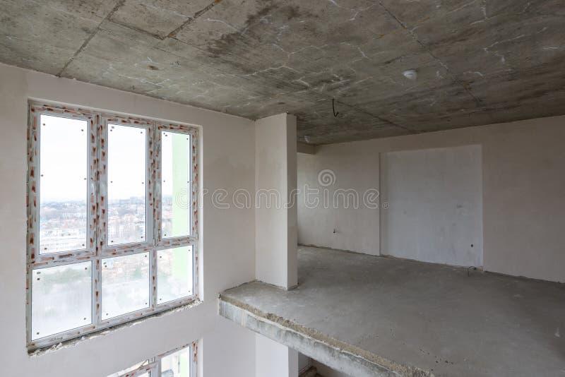 Witraży okno drugi światło dwupiętrowy mieszkanie w nowym budynku obraz royalty free