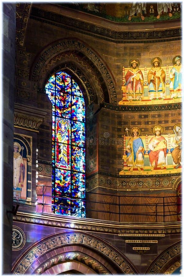 Witraży okno w Strasburskiej katedrze obraz royalty free