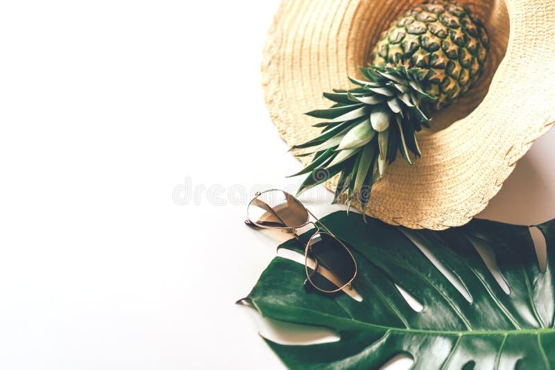 Witte achtergrond met plaats voor tekst, de zomerconcept royalty-vrije stock foto