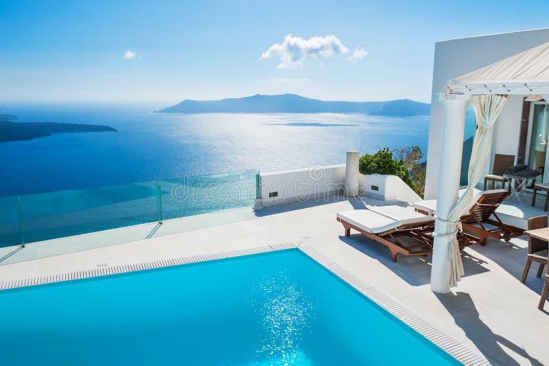 Witte architectuur op Santorini-eiland, Griekenland stock afbeelding