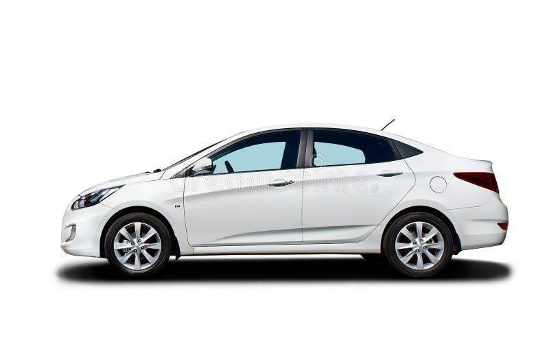 Witte auto die op witte achtergrond wordt geïsoleerd? stock foto's