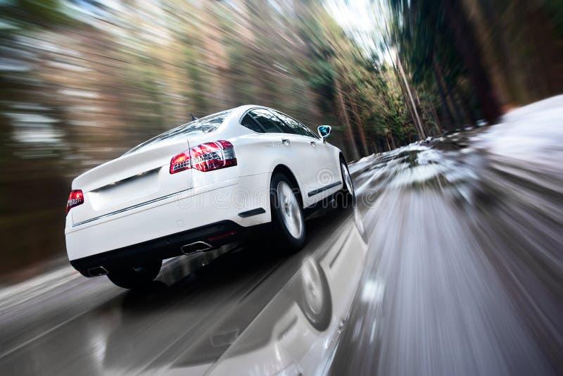 Snel bewegende auto
