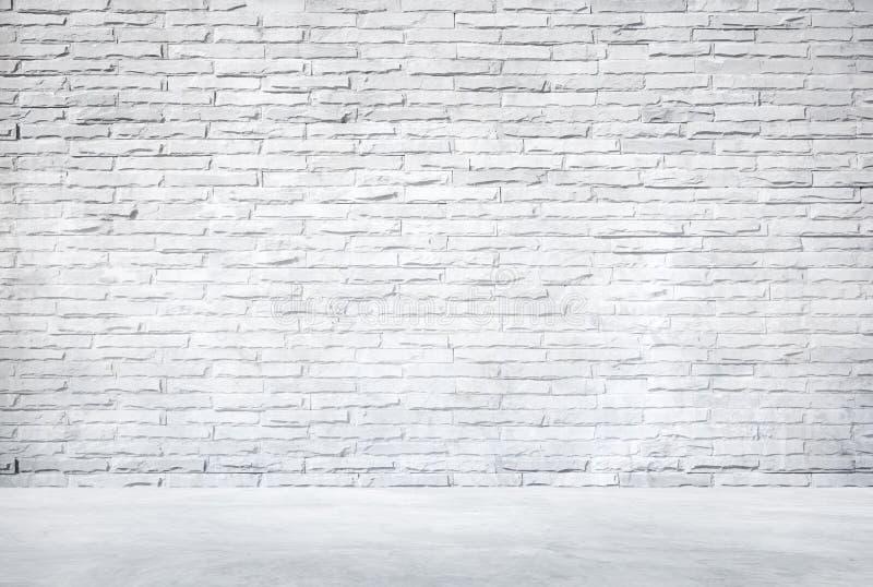 Witte Bakstenen muur en Cementvloer stock foto