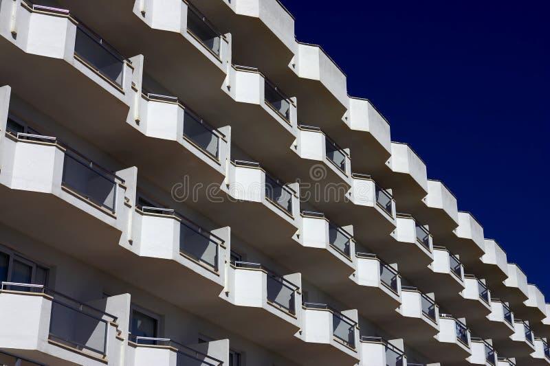 Witte balkons stock afbeelding