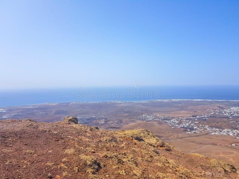 Witte Bergvulkaan op het Eiland Lanzarote, Canarische Eilanden spanje stock afbeelding