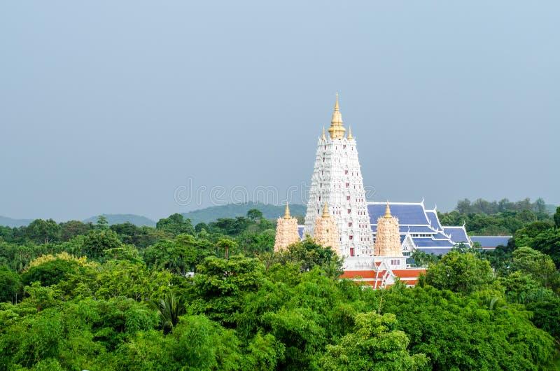 Witte buddhagayapagode in openbare tempel royalty-vrije stock foto