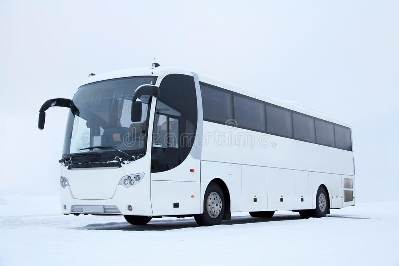 Witte Bus in de Winter stock afbeeldingen