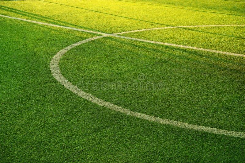 Witte cirkellijn op groen gras van voetbal van voetbalsport fie stock foto's