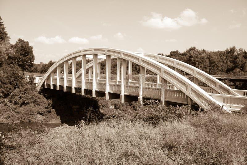 Witte concrete die de Kreekbrug van boogbush, Kansas, ook als Rai wordt bekend stock fotografie