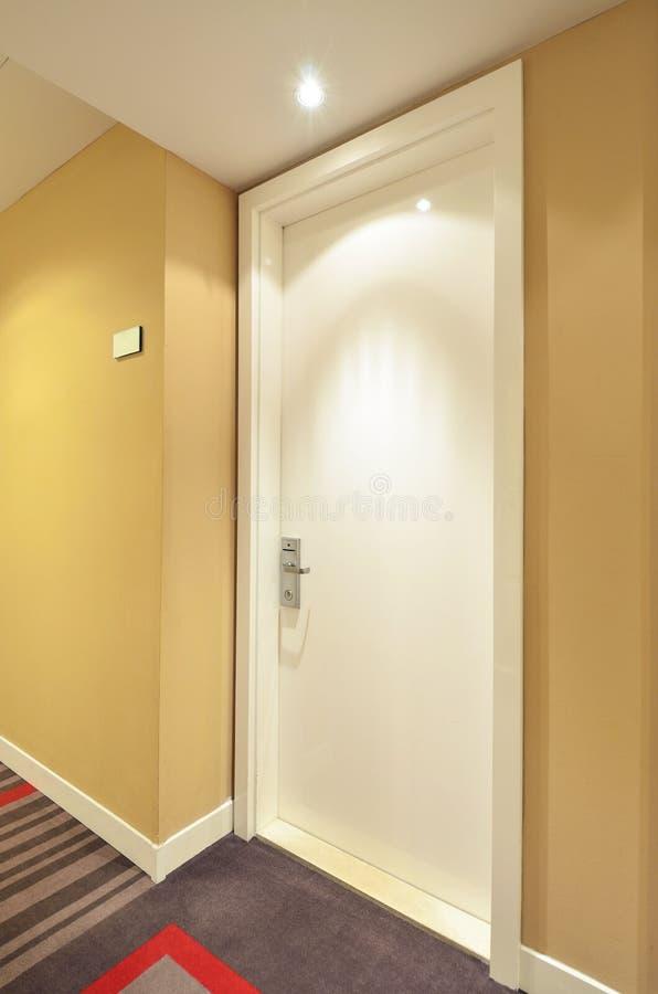 Witte deur van de hotelruimte royalty-vrije stock afbeeldingen