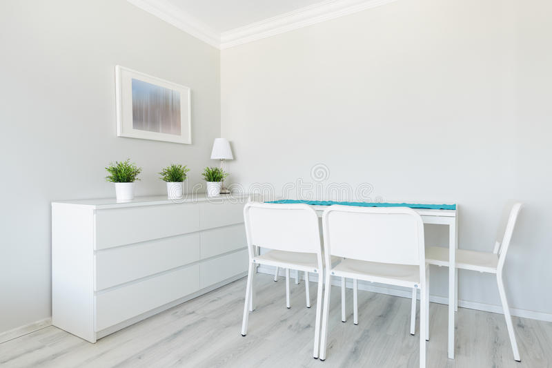 Witte eetkamer stock foto. Afbeelding bestaande uit licht - 55252784