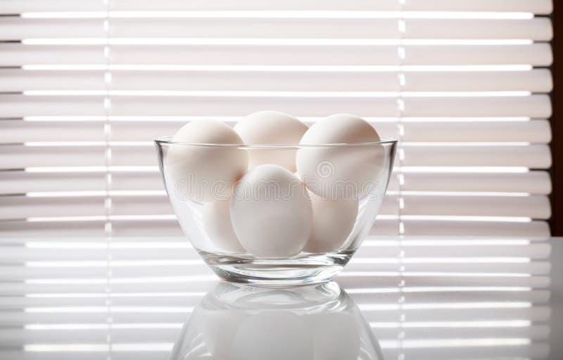 Witte eieren in glaskom royalty-vrije stock foto