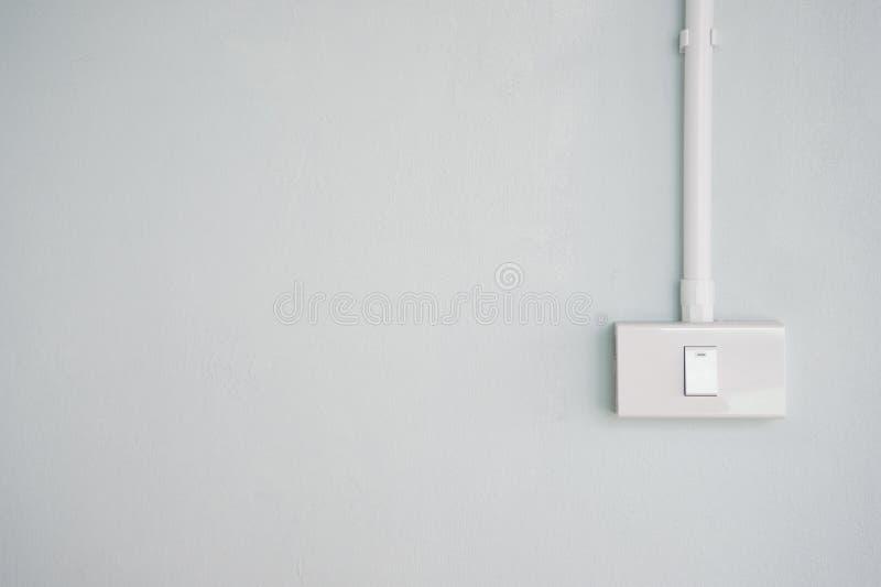 Witte elektrisch zet inschakelt pastelkleur groen grijs blauw beton aan stock afbeeldingen
