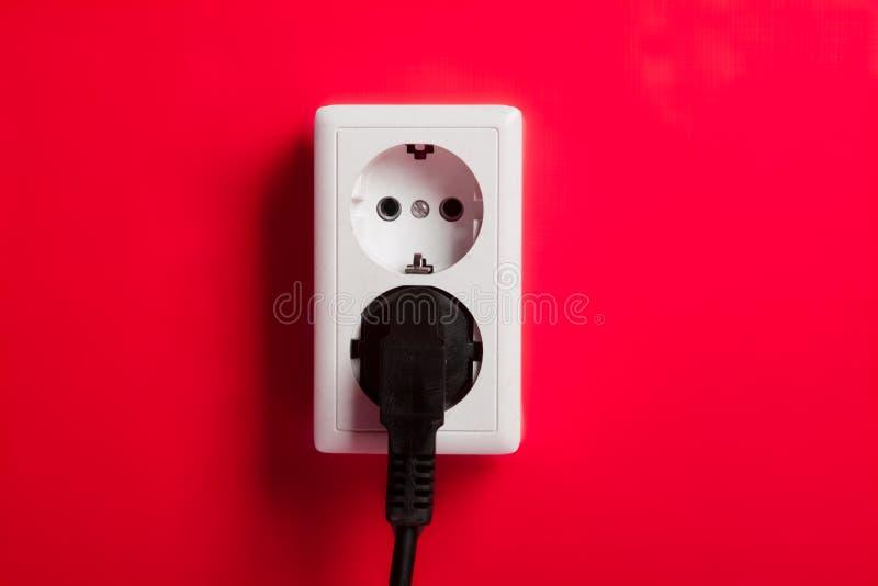 Witte elektrische contactdoos op de muur. stock foto