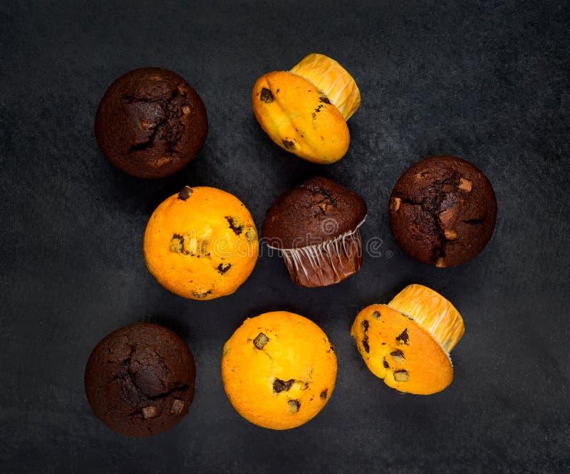 Witte en Bruine Muffins stock foto's