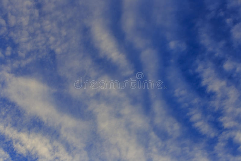 Witte en donkere wolk royalty-vrije stock afbeelding