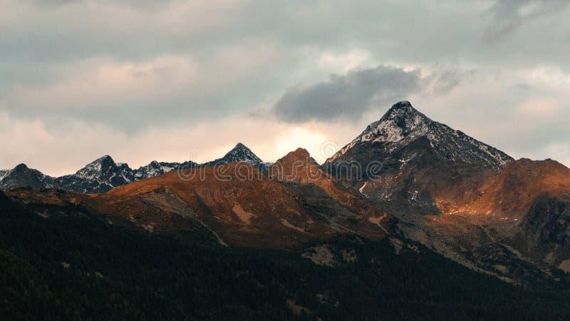 Witte en Zwarte Berg royalty-vrije stock afbeeldingen