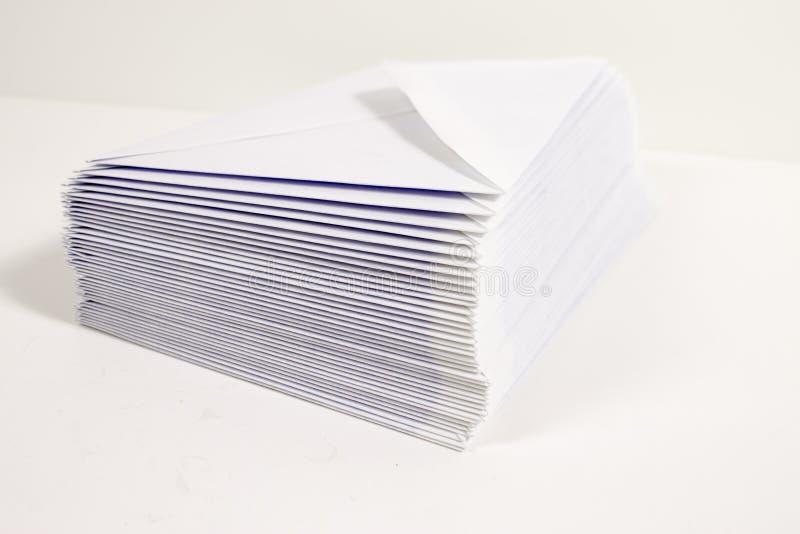 Witte enveloppen royalty-vrije stock fotografie