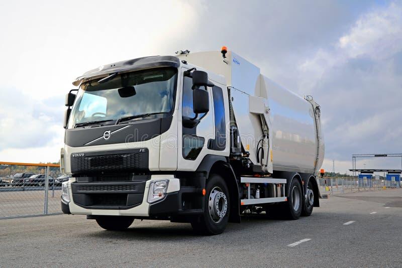 Witte FE het Afvalcollector Truck van Volvo royalty-vrije stock afbeelding