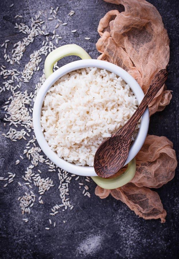 Download Witte Gekookte Rijst Op Pot Stock Foto - Afbeelding bestaande uit grutten, rijst: 107701930