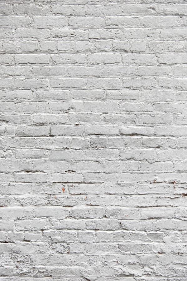 Witte geschilderde lege bakstenen muur stock afbeelding