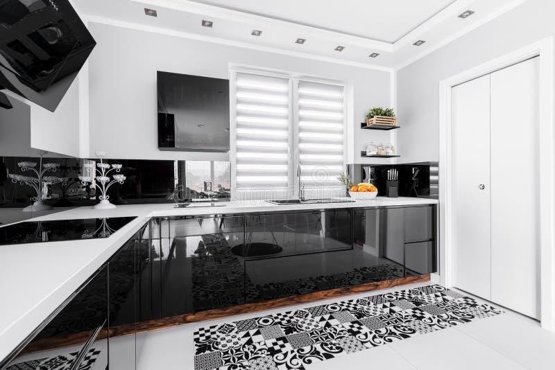 Witte glanzende keuken stock foto's