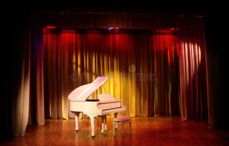 Witte Grote piano. royalty-vrije stock fotografie