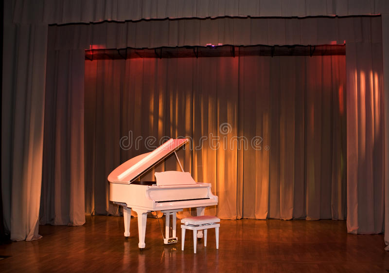 Witte Grote piano stock afbeelding
