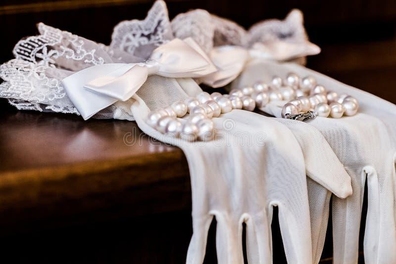 Witte handschoenenbruid stock foto