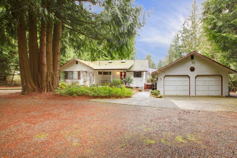 witte het opruimen huis en garage stock afbeelding afbeelding bestaande uit ontwerp rood. Black Bedroom Furniture Sets. Home Design Ideas