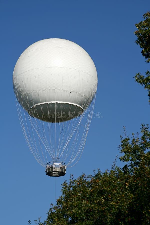 Witte hete luchtimpuls in de lucht stock foto's
