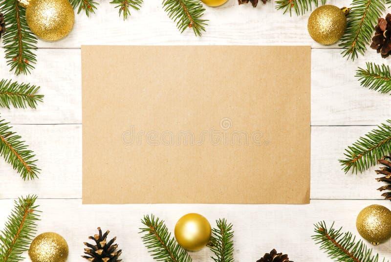 Witte houten Kerstmisachtergrond Grens verfraaide spartakken royalty-vrije stock fotografie