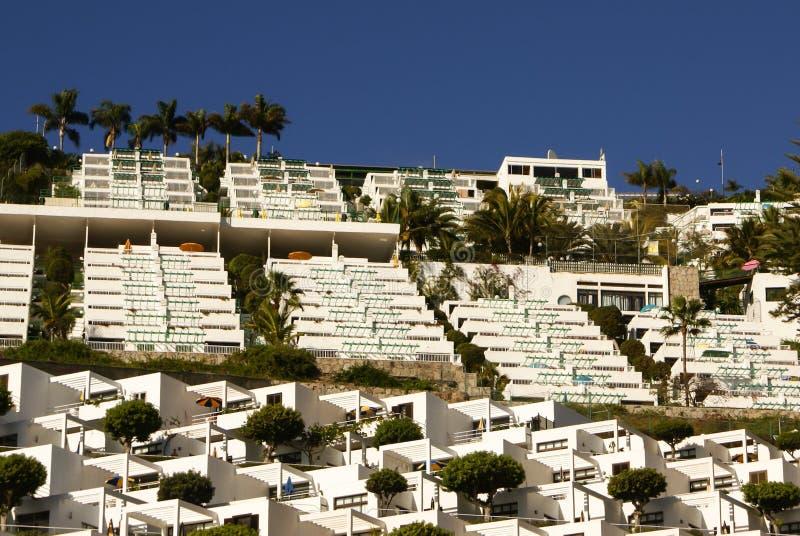 Witte huizen in Maspalomas-toevlucht, Gran Canaria royalty-vrije stock afbeeldingen