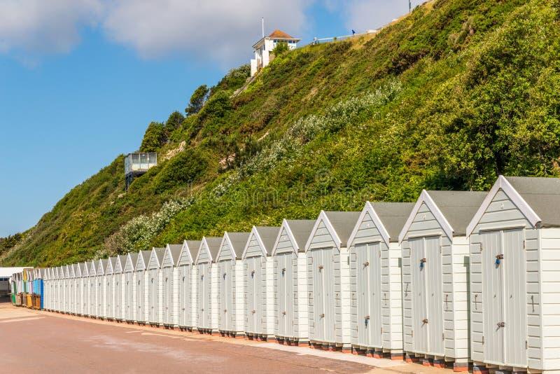 Witte huizen op het strand, whitel deur aan de zomerplattelandshuisjes, seasi royalty-vrije stock afbeeldingen