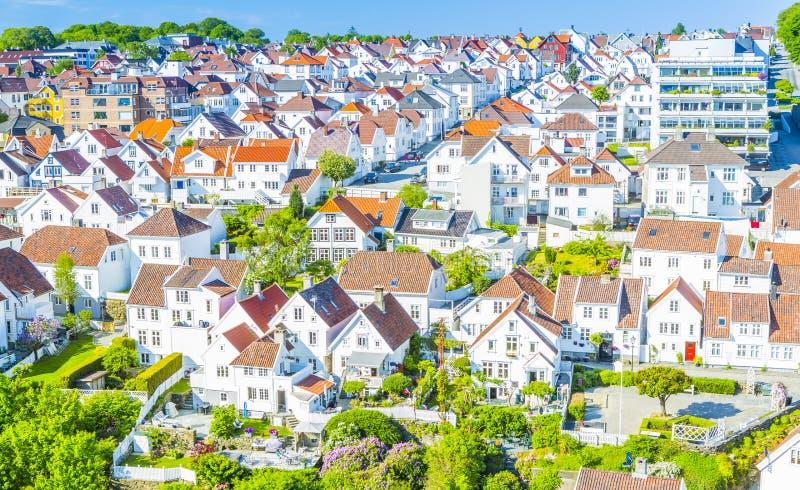Witte huizen in Stavanger Noorwegen royalty-vrije stock foto's