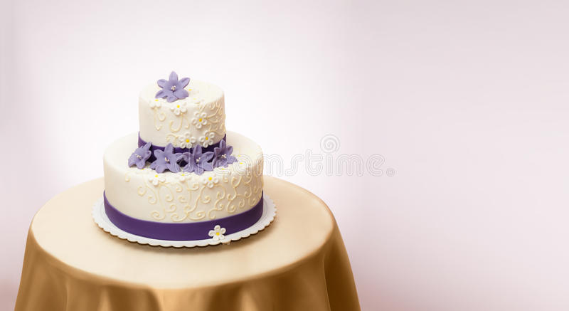 Witte huwelijkscake royalty-vrije stock fotografie