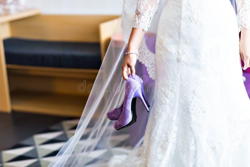 Witte huwelijksschoenen royalty-vrije stock foto's