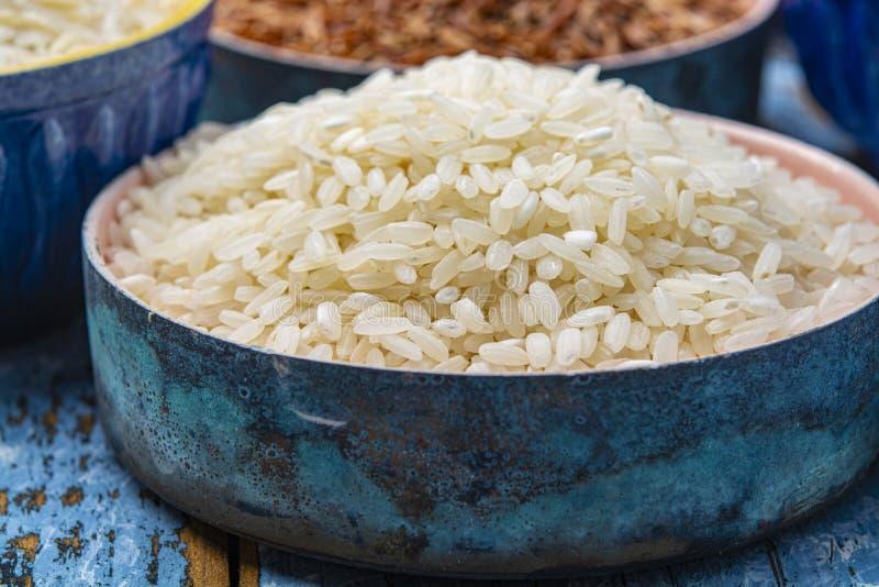 Witte Italiaanse arboriorijst die voor het maken van risottoschotel wordt gebruikt royalty-vrije stock foto