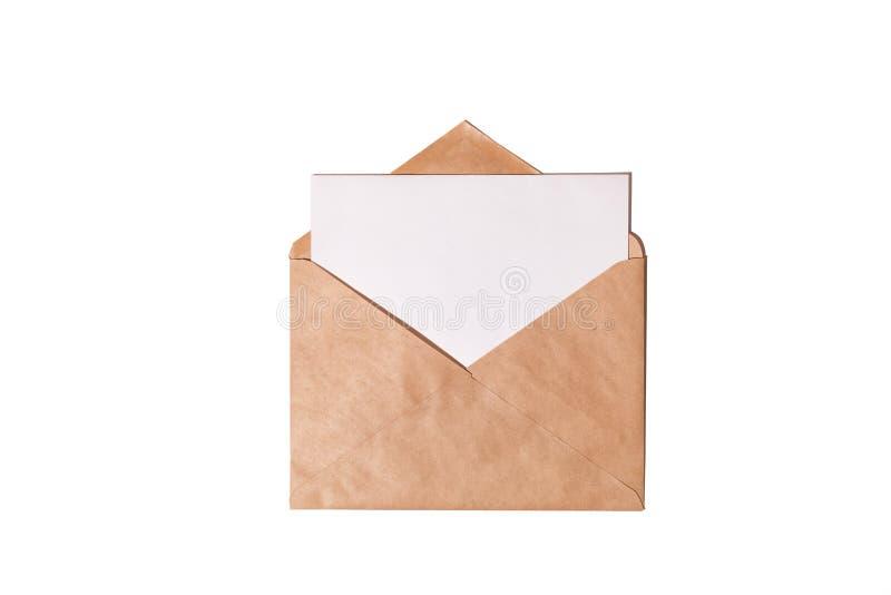 Witte kaart met het pakpapierenvelop van kraftpapier stock afbeelding