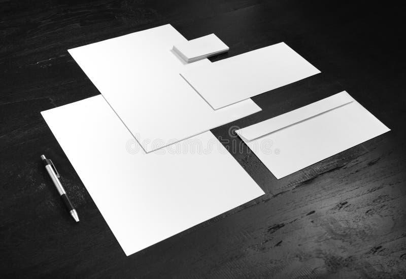 Witte kantoorbehoeftenspot omhoog, malplaatje voor het brandmerken van identiteit royalty-vrije stock afbeelding