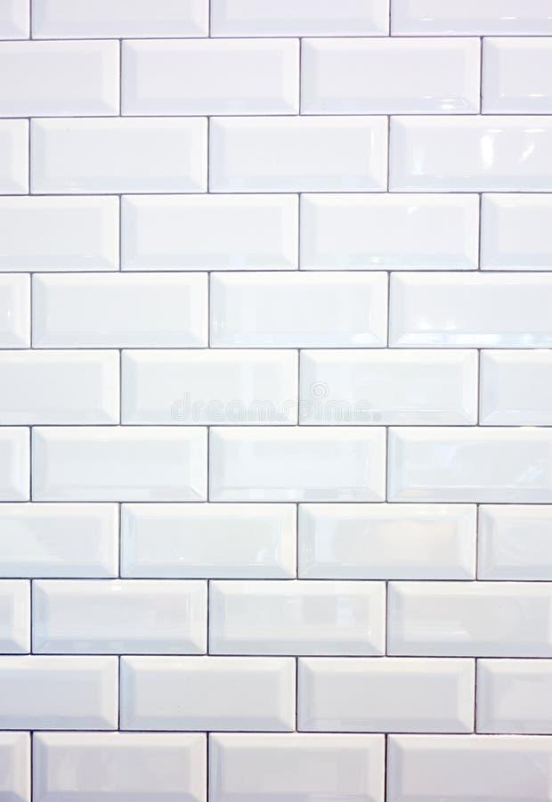Witte keramische tegelmuur stock afbeeldingen