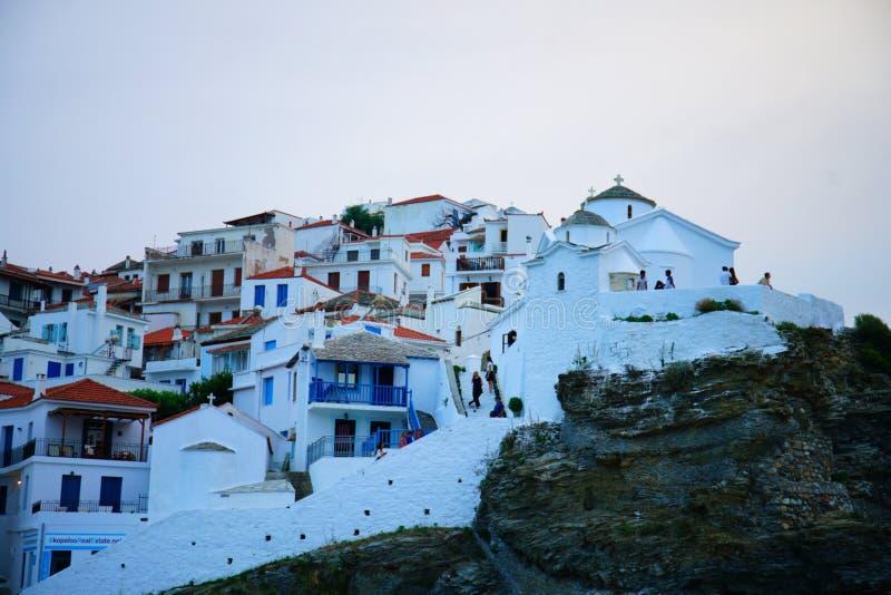 Witte Kerken van Skopelos, Skopelos-stad/Griekenland royalty-vrije stock afbeeldingen