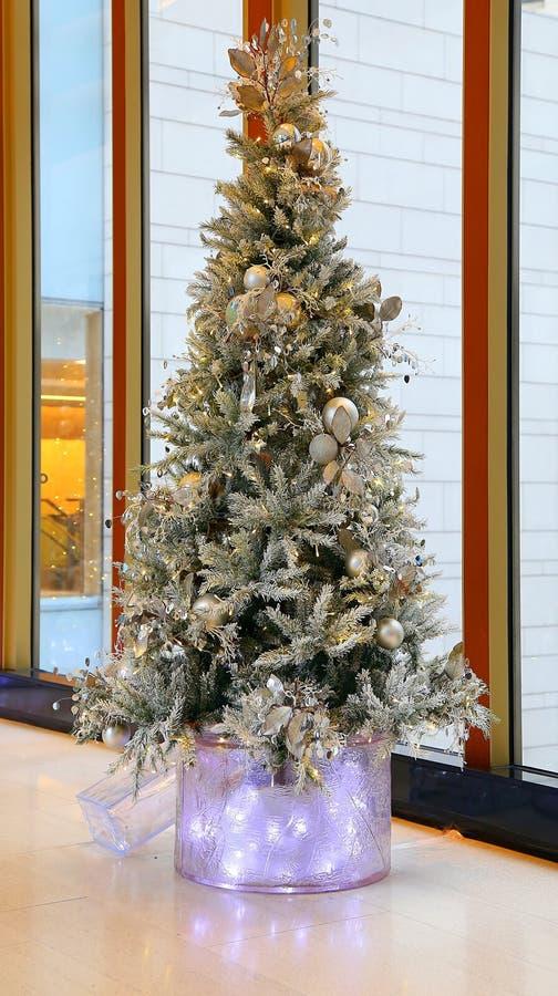 Witte Kerstmisboom stock afbeelding