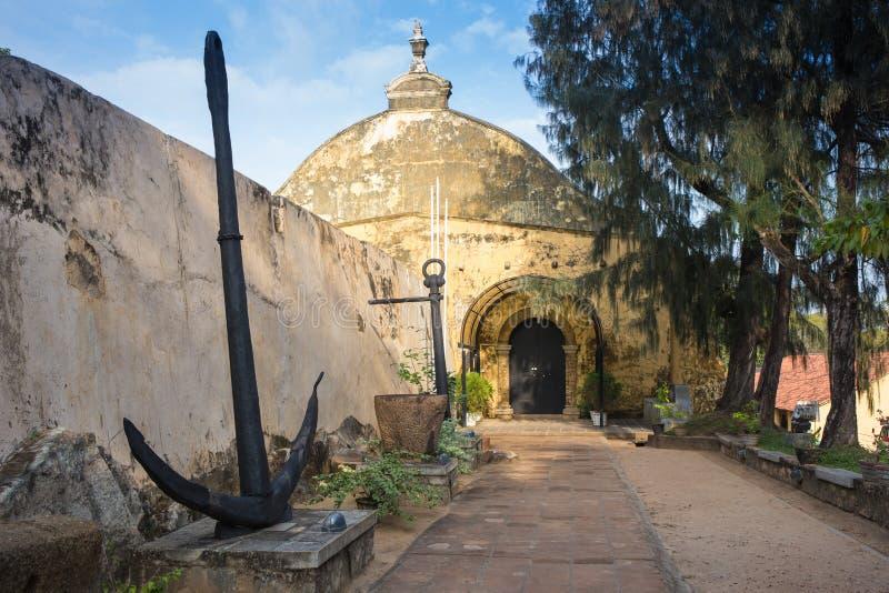 Witte koloniale stijlkerk royalty-vrije stock fotografie