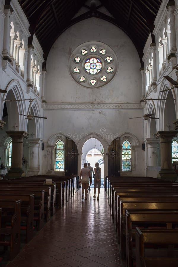 Witte koloniale stijlkerk royalty-vrije stock afbeelding